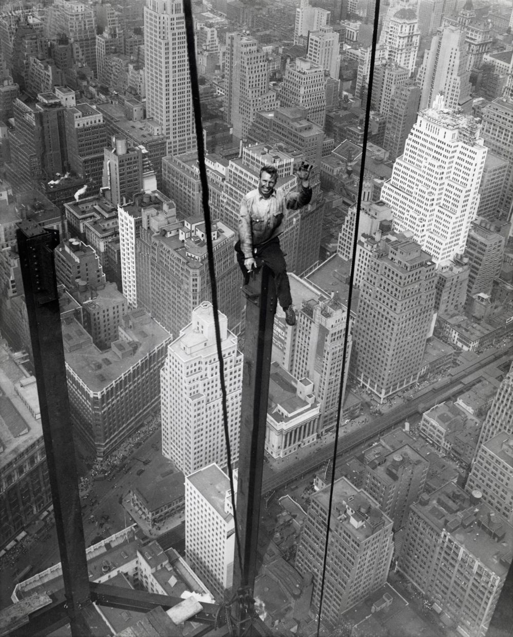 Steel Worker Carl Russell Sits At 1 222 Feet 400 Meters