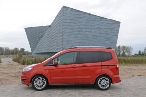 Ford Tourneo Courier 1.0 Ecoboost Titanium 4